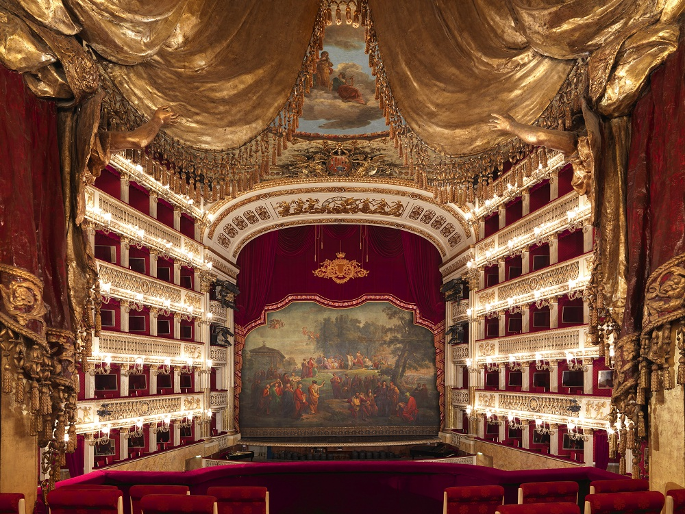 Fascinating Opera Houses around the world