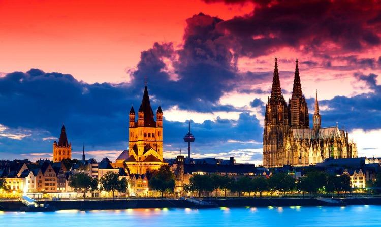 a x copertina Duomo di Colonia 7 tagliare