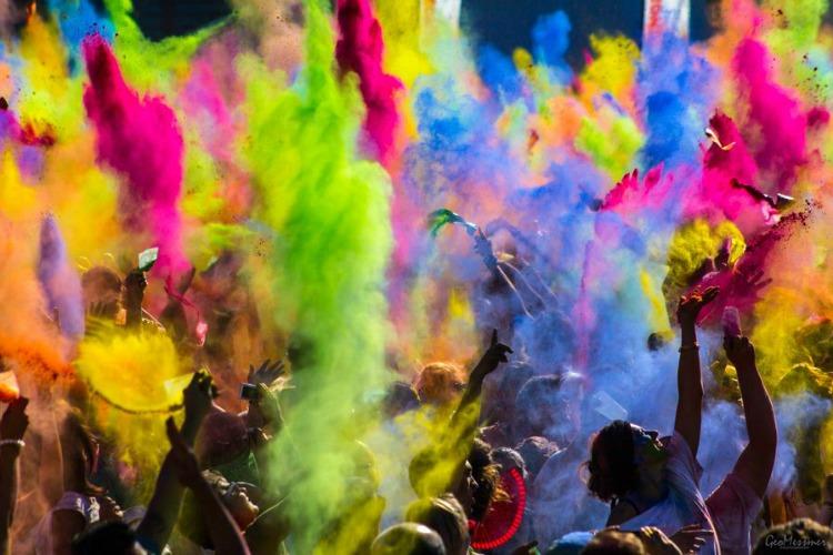 0 copertina lunedi Festival-of-Colors-India-11