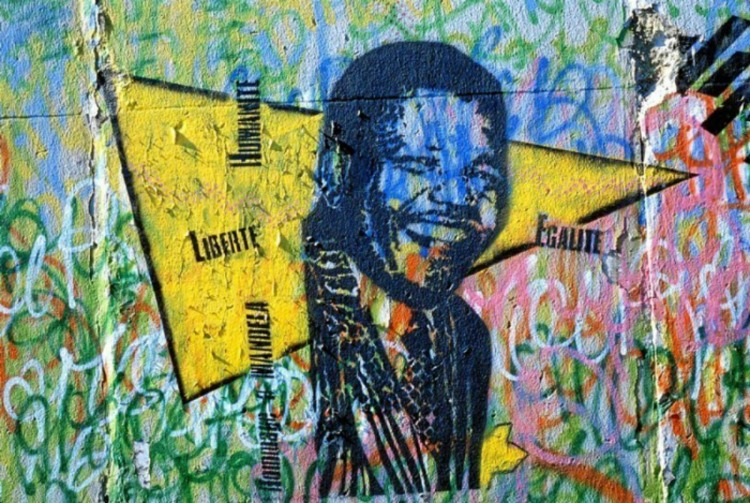 0 copertina mercoledì Berlin-Wall-Nelson Mandela