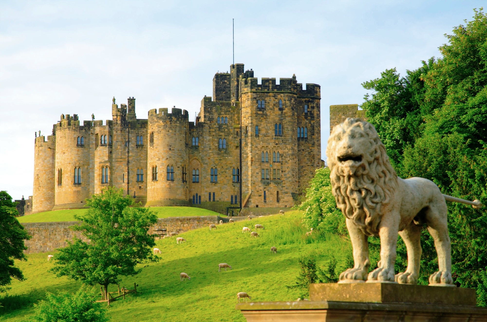 "The ""magical"" Alnwick Castle"
