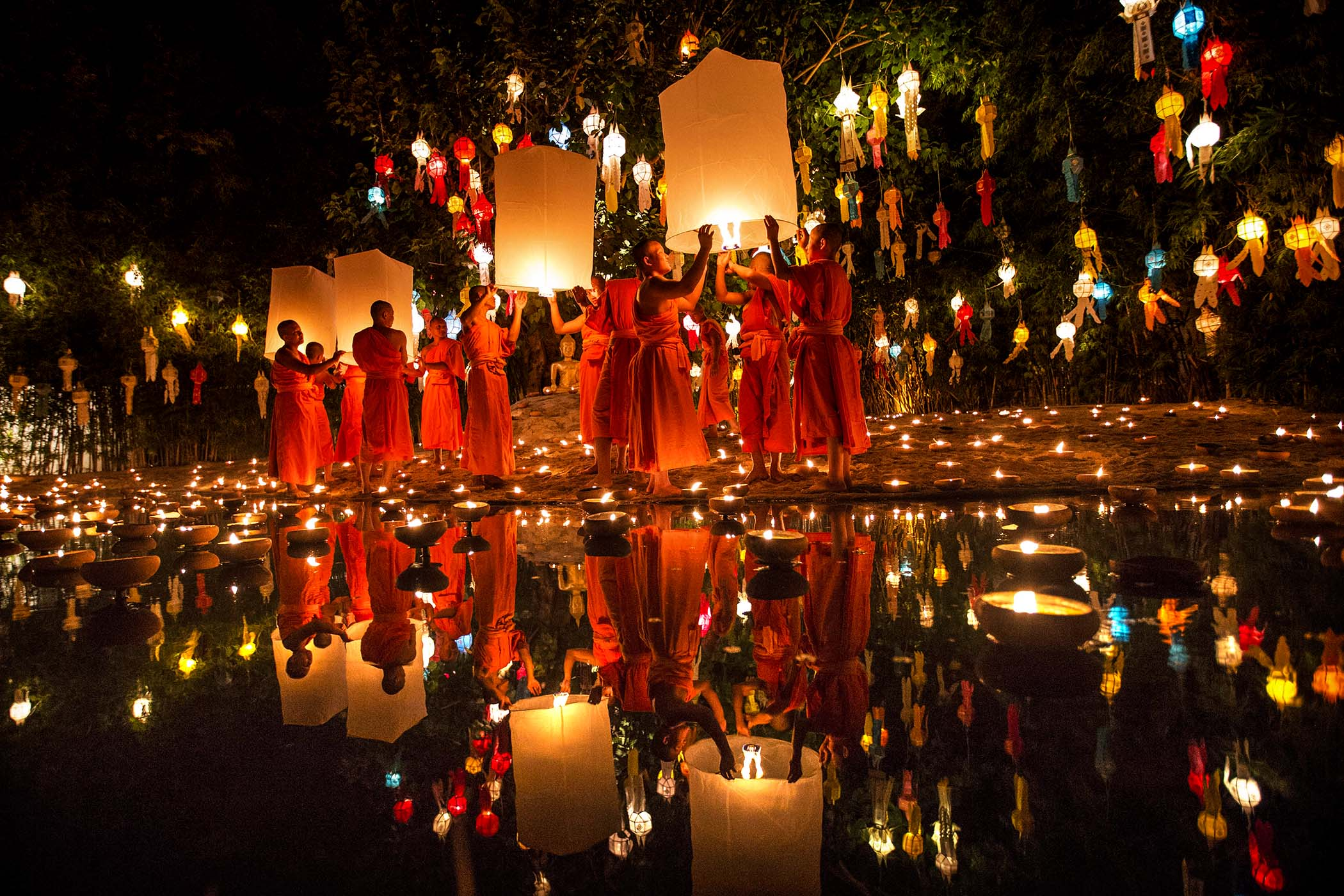 The magic night of Thai lanterns