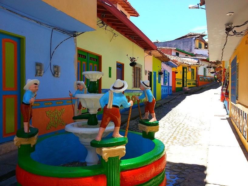 Guatapé, la cittadina arcobaleno